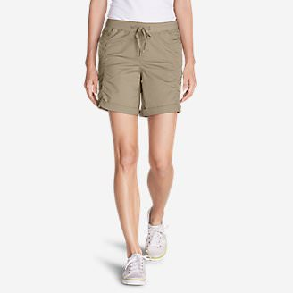 Women's Kick Back Twill Shorts in White