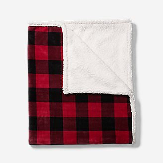 Cabin Fleece Throw in Red