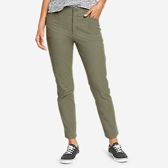 Women's Voyager High-Rise Chino Cargo Pants in Green