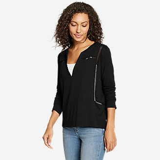 Women's Gate Check 3/4-Sleeve Notch-Neck Taped T-Shirt in Black