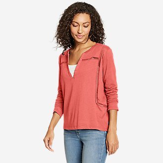 Women's Gate Check 3/4-Sleeve Notch-Neck Taped T-Shirt in Red