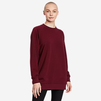 Women's Motion Cozy Camp Slouchy Crew Sweatshirt in Red
